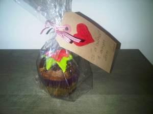 cupcakes gluten & lactosa free, decorados con frosting de chocolate y fondant.